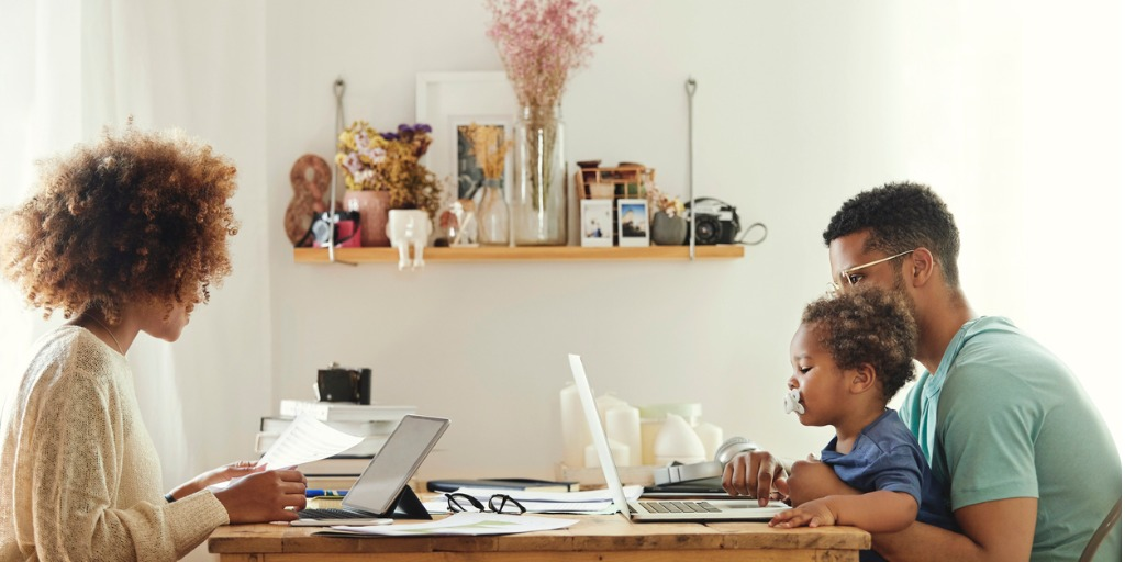 parents-using-computer-while-sitting-with-boy-picture-id1175060780